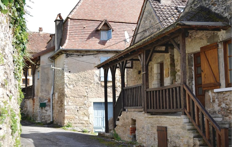 Holiday cottage with 3 bedrooms on 76m² in Marcilhac sur Célé