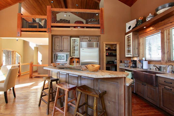 Mammoth Stonegate #14 - Luxury Cabin with Hot Tub!