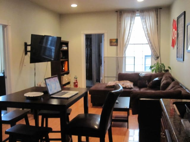 2 Bedroom Condo in JC/JC Heights!!