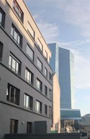 Tasteful newbuild-apartment shadowed of the ECB