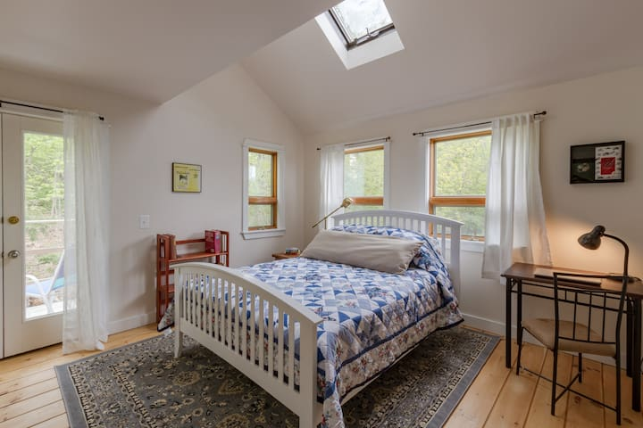 SUNRISE ROOM: near Camden, Rockport, Rockland