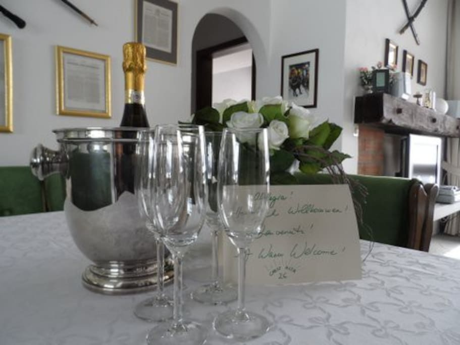 WELCOME GIFT DINING AREA