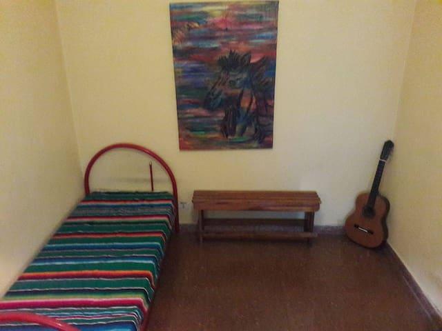 Habitación para dama con baño y cocina compartida - La Plata - Flat