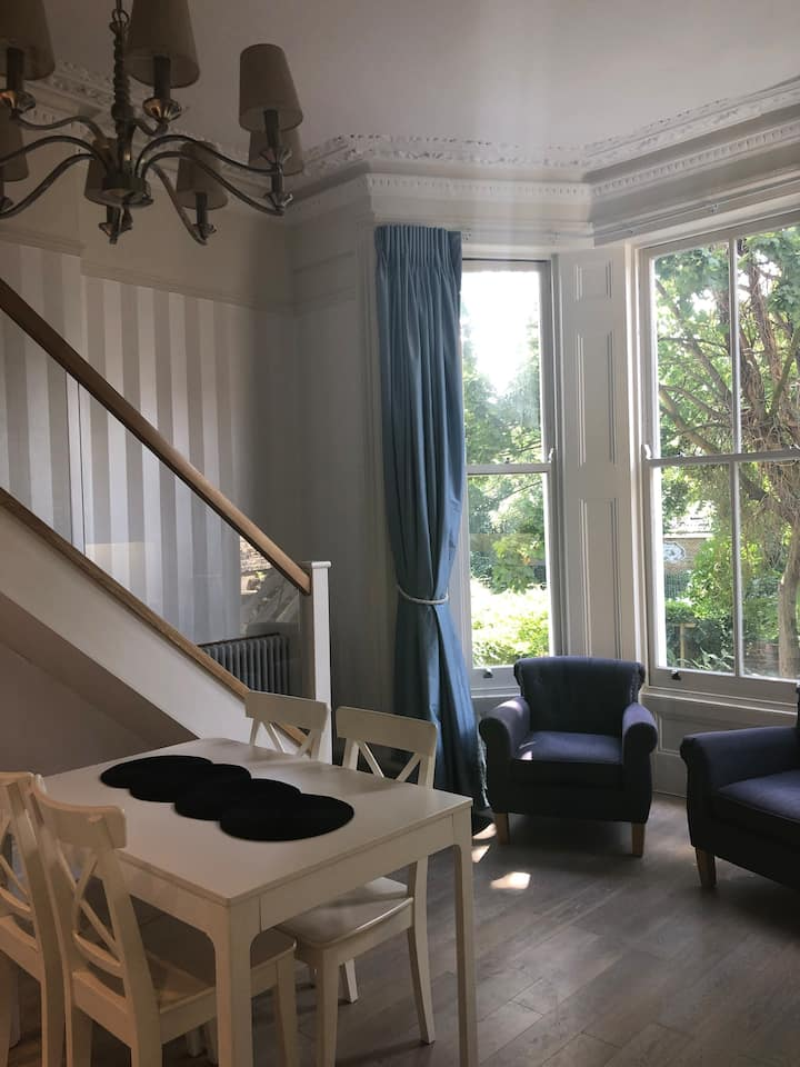 Stunning Kensington flat - garden view (near Westfield / Kensington Olympia)