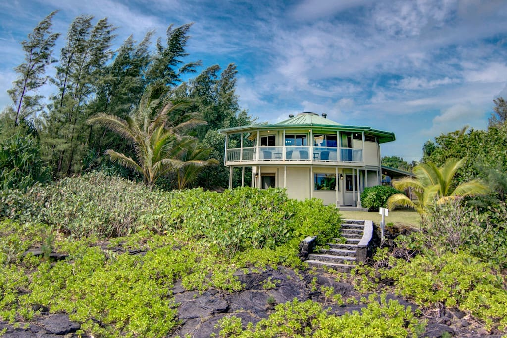 Two-story vacation rental: Private Oceanfront Home