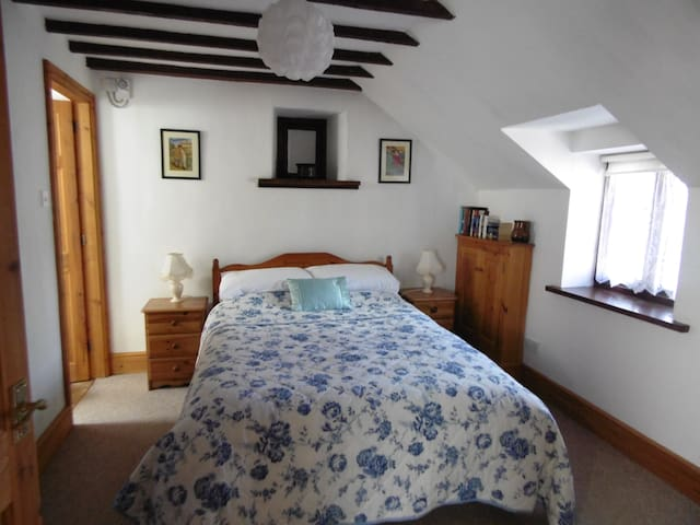The Cottage bedroom - double bed (Annex)