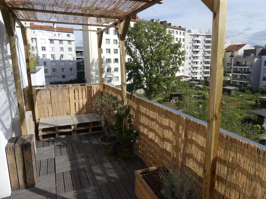 nice flat with big terrace very close to lyon appartamenti in affitto a villeurbanne auvergne. Black Bedroom Furniture Sets. Home Design Ideas