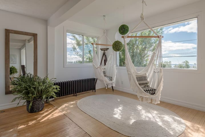 Black Point Cottage for 8 - Incredible views - Walk to beach