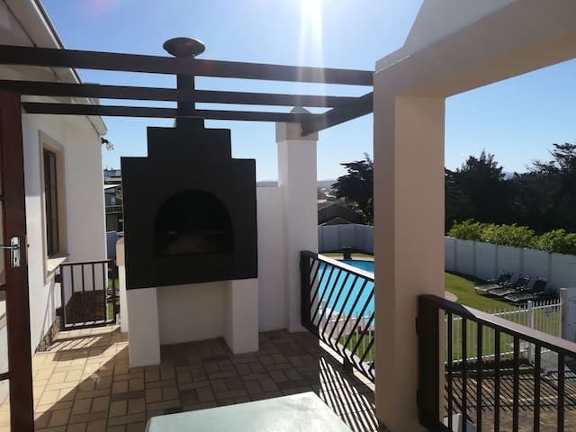 Walk to surfspot, 300m from beach, Pool and wifi.