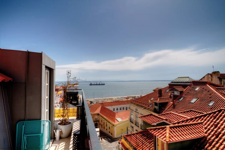 Balcony over River Tejo with Amazing Views