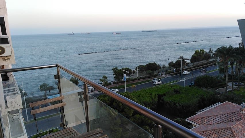 Sea View Apartment near Marina