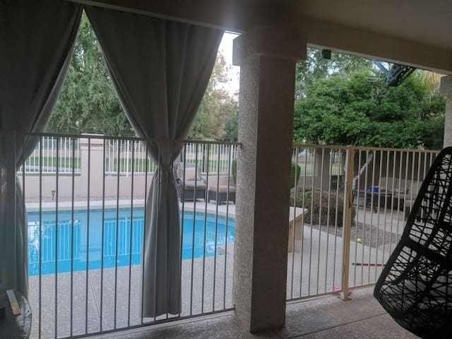 5 Bedroom Family Vacation Home with Pool & BBQ