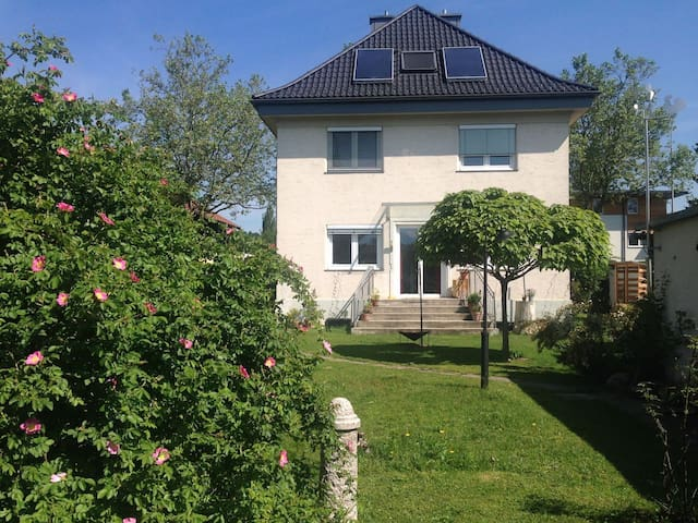Zimmer in Stadthaus mit Garten nahe Zentrum - Klagenfurt am Wörthersee - Talo