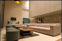 Modern Lobby Air conditioning, free Wifi and TV available at the lobby 装修大气、舒适的公寓大堂