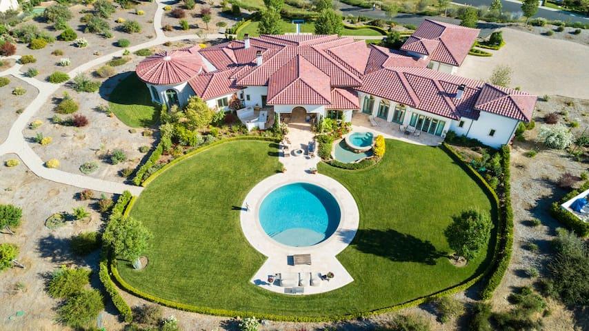 Elegant, Contemporary Italian Villa with 360° View