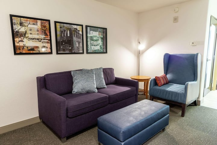 Astonishing Suite Double Bed One Bedroom  At West Des Moines