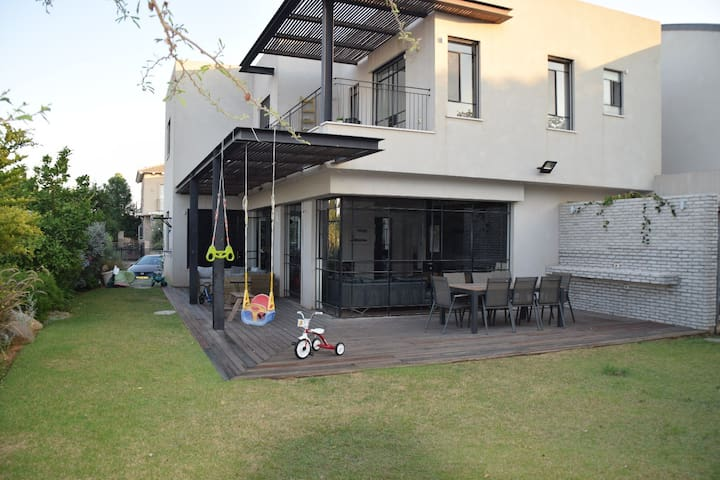 Family-perfect stylish home 20min from TLV 10-23/8