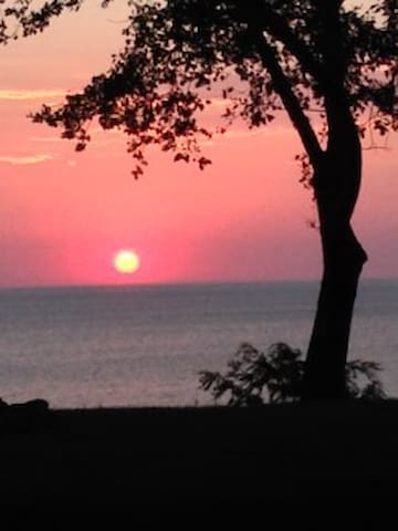 Lake Michigan Beachfront Summerhaven Cottage