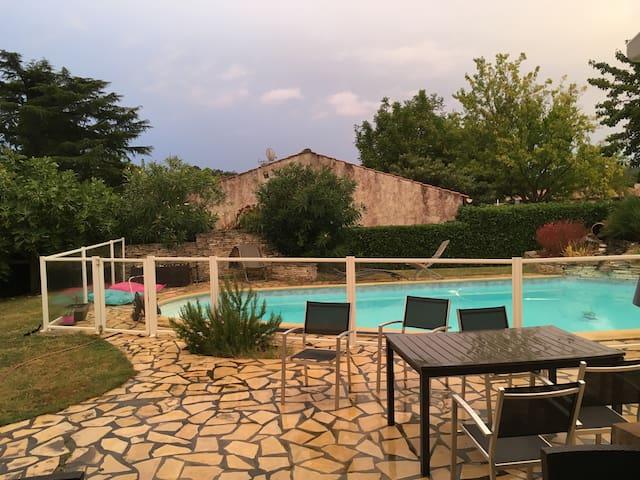 Belle maison familiale 8+ pers - La Salvetat-Saint-Gilles - House