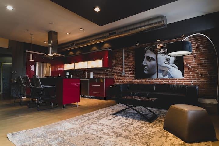 Extraordinary Modern Design / High End 1 BD Loft