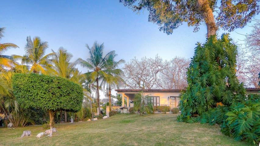 Villa Canto, lush gardens and beautiful views... - Contadora Island - Dům