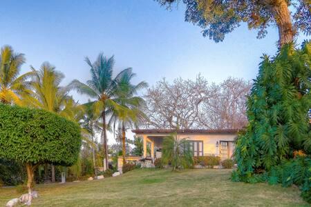 Villa Canto, lush gardens and beautiful views... - Contadora Island