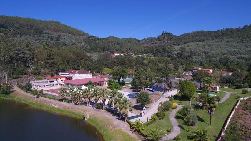 Bahia de Rivela - Piso a la orilla del río
