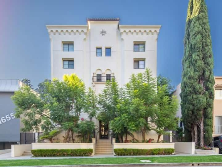 New Small Suite With a Large Balcony and Parking- Brentwood - UCLA- Santa Monica by MySuite  May9B