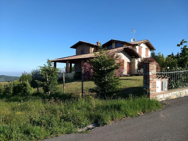 Villa panoramica con piscina