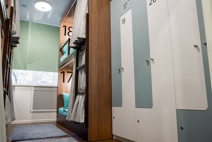 Кровать в 6-местном номере для мужчин и женщин