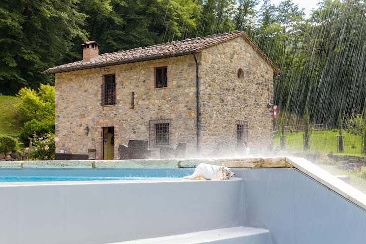 Beautiful Villa with Mineral Water Pool and Spa