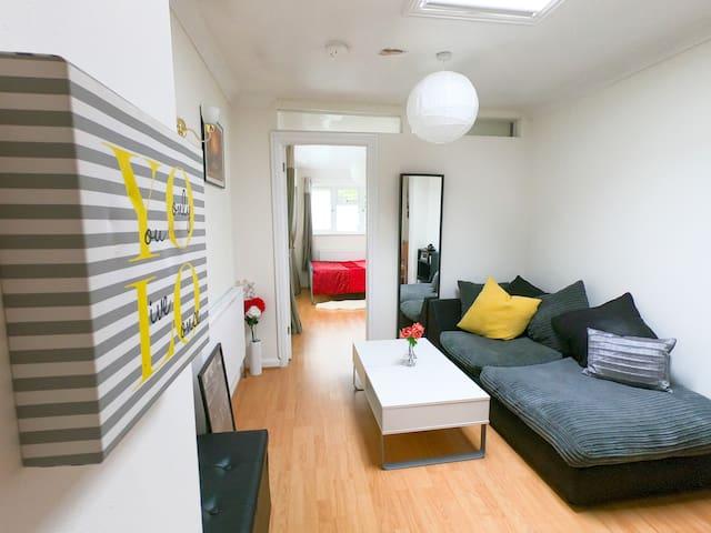 En-suite Double & LOUNGE (Iver, Windsor, Heathrow)