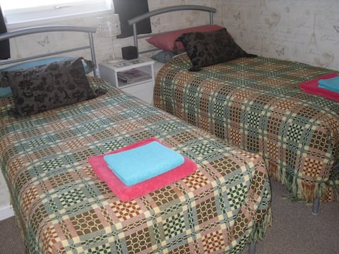 ROOM 1 at Gwynfa Bed & Breakfast. Twin-bedroom with stunning views of the mountains.
