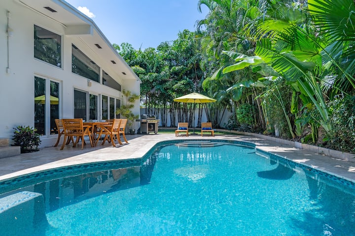 Luxe Hideaway Minutes From Beach, Bars & Eateries