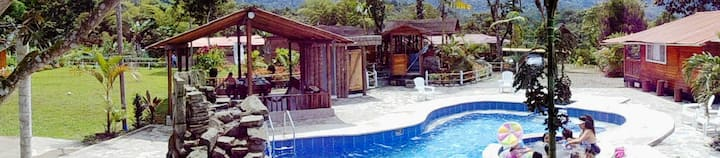 Mindo Paradise. Rustic Cabins Yacuzzy& Pool. NEW.