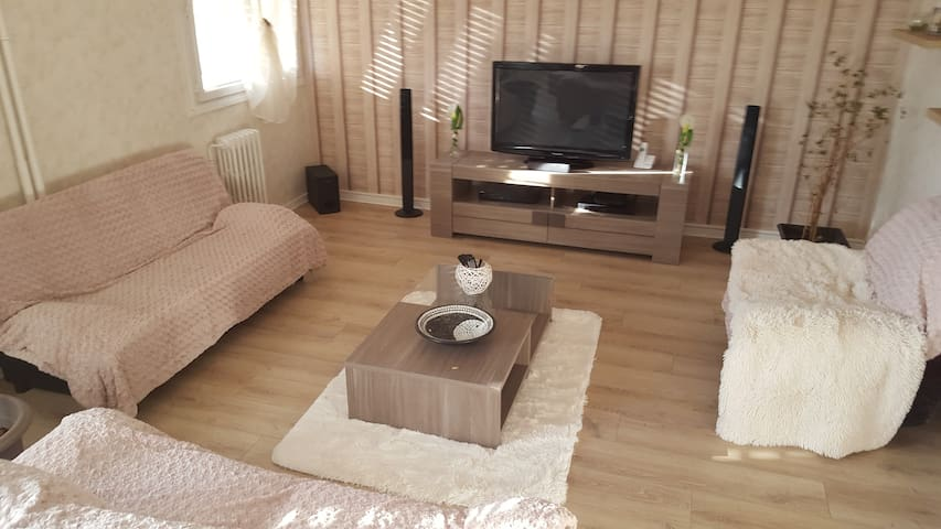 Grand appartement 100m2 équipé proche centre ville - Aurillac - Apartment