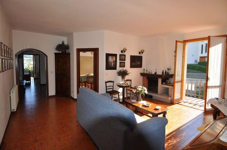 Appennino Reggiano Bellissimo Appartamento Felina - Felina - Apartamento