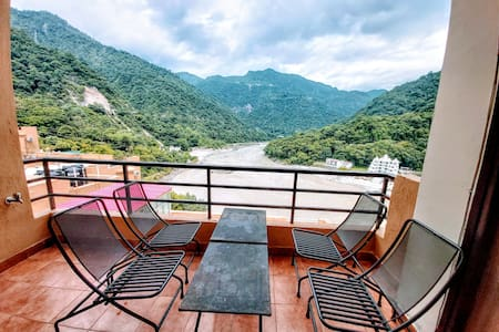 Aloha 2BD+1 LR : Amazing Ganges View