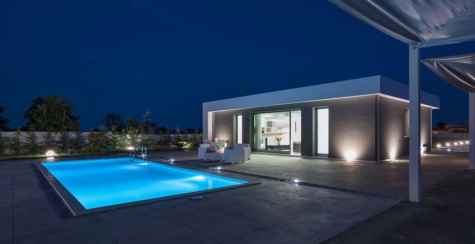Chloe, Villa mit Pool,  1 km vom dem Strand