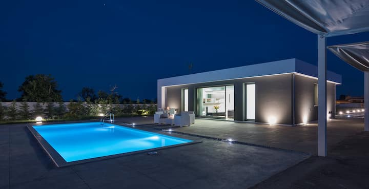 Chloe, villa with pool, 1 km from the  beach
