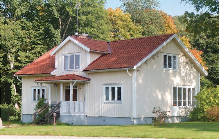 Holiday cottage with 4 bedrooms on 212 m² in Agunnaryd