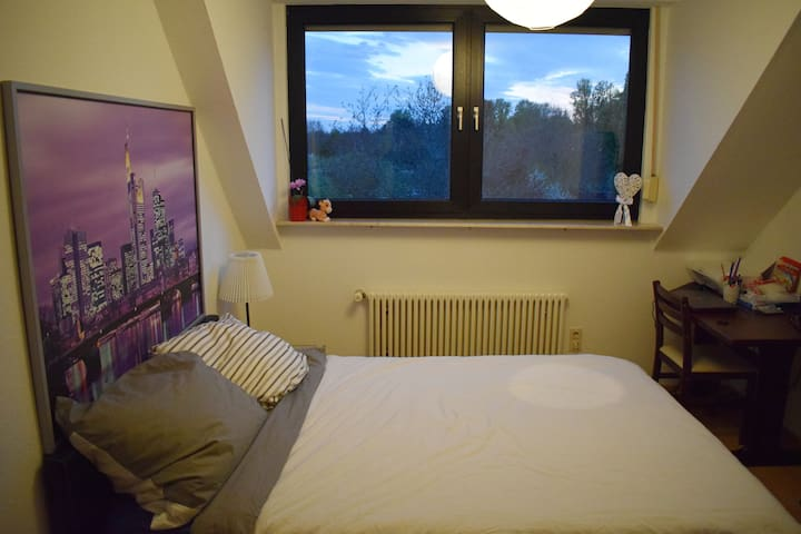 Private Room with S-Bahn connection to city center - Frankfurt am Main - Daire