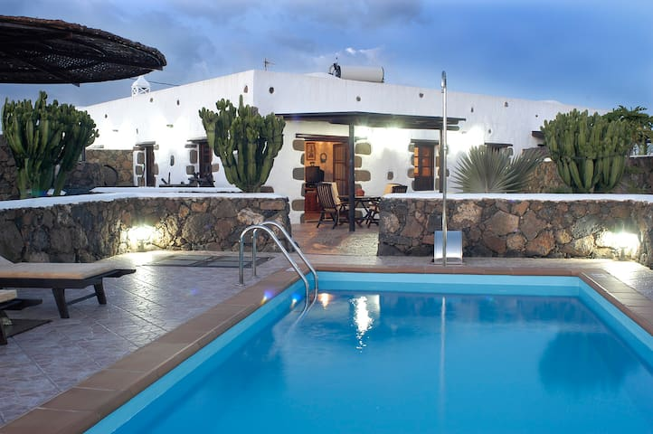 Lanzarote Casa con Piscina independiente - Güime