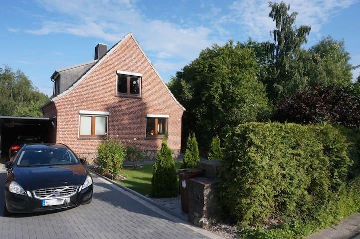 Strandnahes Haus mit Garten im Norden von  Kiel - Altenholz - Hus