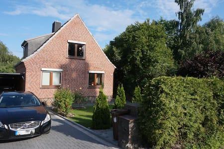 Strandnahes Haus mit Garten im Norden von  Kiel - Altenholz