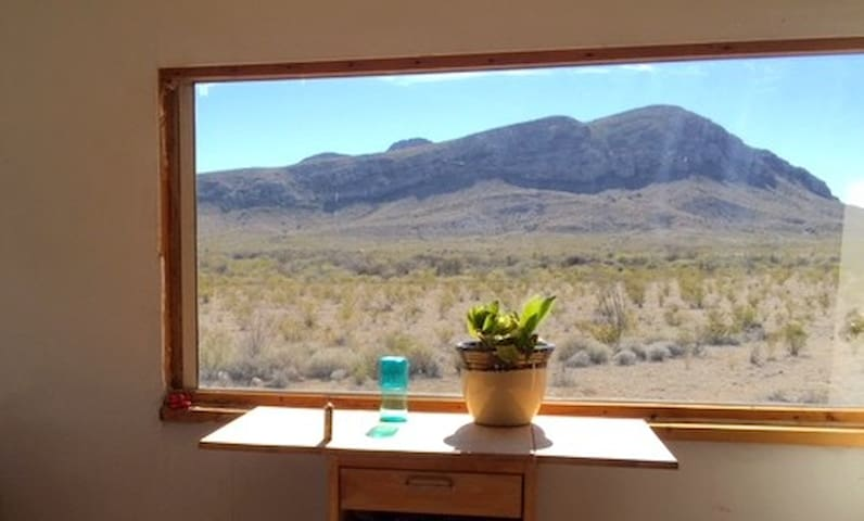 """Off the grid home """"Hi-tech camping"""" - Terlingua - House"""