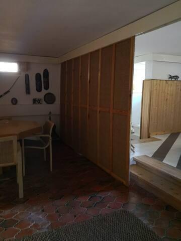 Appartamento indipendente con cucina condivisa
