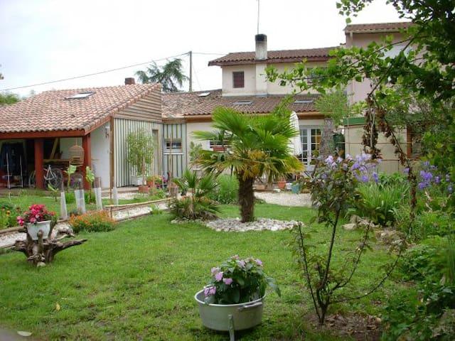 Maison avec piscine - La Brède - House