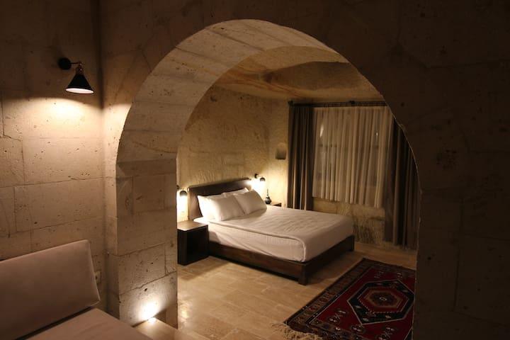 TAFANA CAVE & STONE LODGE / CAPPADOCIA