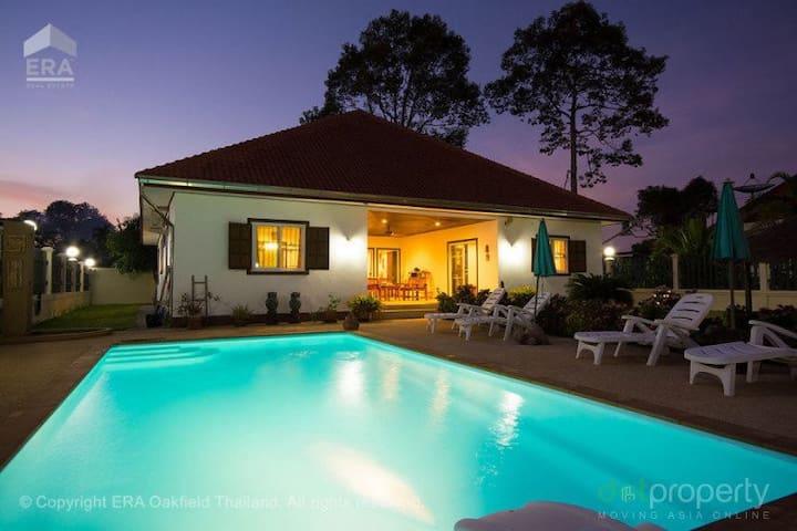 Beautiful House with Pool near beach in Ban Phe